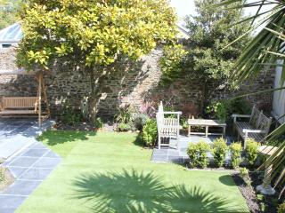 ... Or if you wish to use the Communal Garden with swing bench, seating & BBQ.