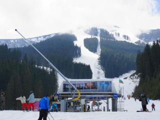 Modern lifts and wide slopes