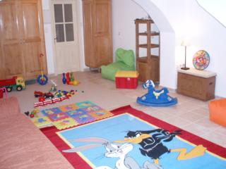 Children's playground to occupy our little guests