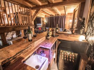 The Chalet Pomet bar, service please!