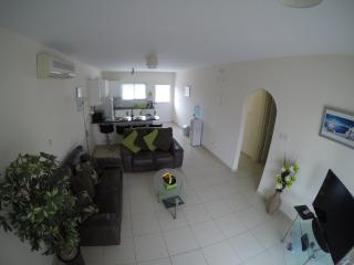 Spacious lounge with TV, Wifi, musci docking station