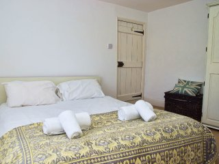 Master Bedroom with King Size Bed Bed Linen,Pillows & Towels are Provided for all Guests