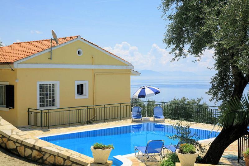 Недвижимость в греции купить у моря