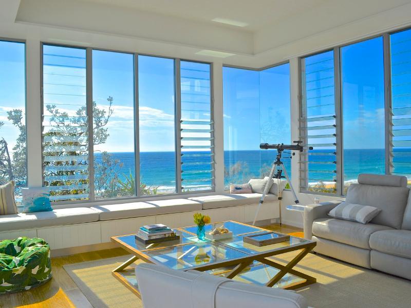 Купить дом на берегу океана в испании