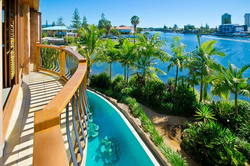 6 Bed House In Gold Coast