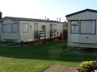 chalets in bacton and cottages from 42 holiday rentals bacton rh holidaylettings co uk