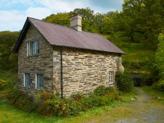 houses in dolwyddelan and cottages from 57 holiday rentals rh holidaylettings co uk