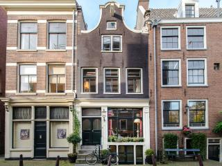 Apartments in Central Amsterdam and B&Bs from £80 ...
