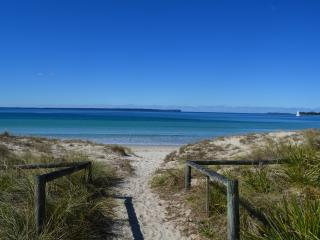 cabins in jervis bay and holiday rentals from 49 holiday rentals rh holidaylettings co uk