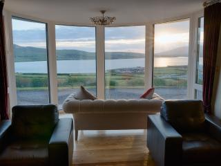 Miraculous Cottages In Dingle And Holiday Homes From 51 Holiday Download Free Architecture Designs Xaembritishbridgeorg