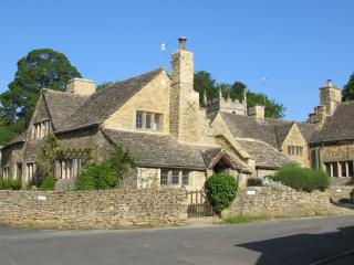 Swell Cottages In Cotswolds And Houses From 19 Holiday Rentals Interior Design Ideas Gentotryabchikinfo