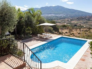 Villas In Coin And Holiday Rentals From 28 Holiday