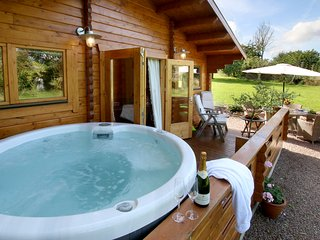 Log Cabins In Worcestershire Find Luxury Hot Tub Cabins