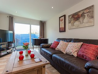 Astonishing Villas In Ventnor And Cottages From 41 Holiday Rentals Beutiful Home Inspiration Ommitmahrainfo