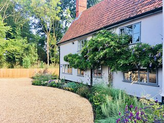 Admirable Cottages In Suffolk And Self Catering Accommodation Home Remodeling Inspirations Genioncuboardxyz