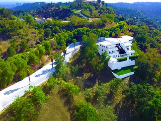 Apartments in Beverly Hills and Holiday rentals from £27
